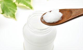 お肌が驚くほど潤う!肌用ココナッツオイルのイチ押しの使い方6選