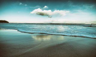 波の音で心が落ち着くのはなぜ?その癒し効果とおすすめ波音集
