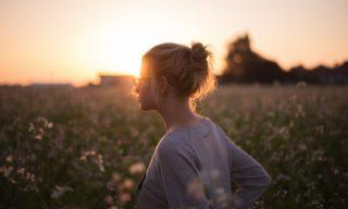 日光浴のベストな時間は?太陽の光を浴びて幸福度を高めよう!