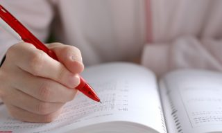 ハーバリウムに資格は必要なの?6つの講座と取得方法を紹介!
