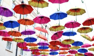 雨でも出掛けたくなる!おすすめのオシャレな長傘5選+折り畳み傘5選